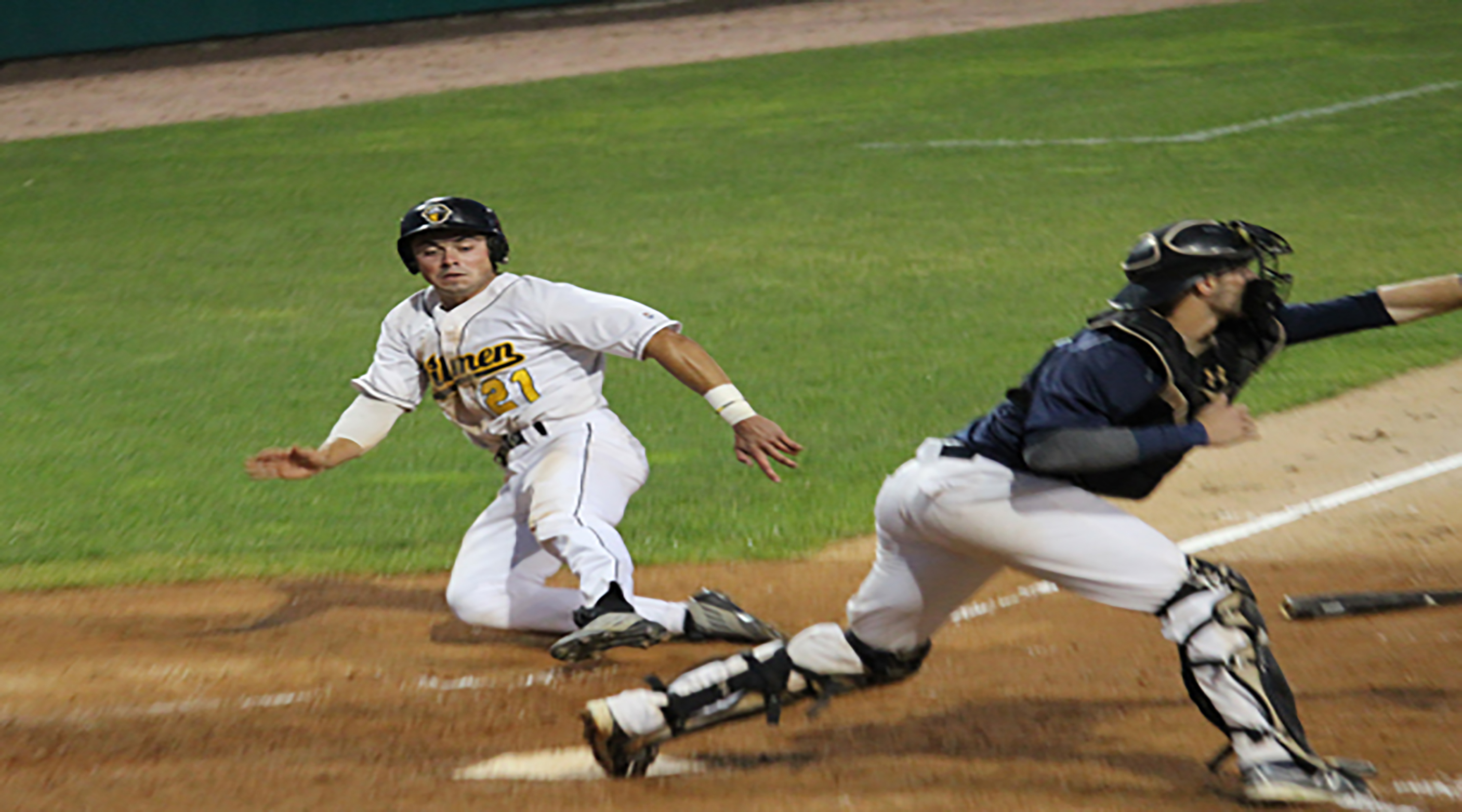 Oilmen walk off with extra inning triumph after seesaw affair with Hounds