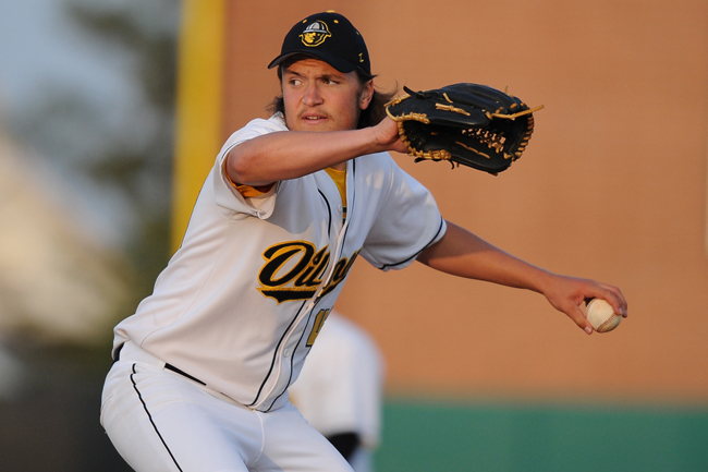 All-Star reliever Yelnick back for second year with Oilmen